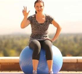 Suivez les 3 exercices pour perdre du ventre montrés par Valérie Orsoni en regardant la vidéo ci-dessous !