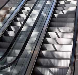 astuces pour perdre du poids : grimper les marches de l'escalator