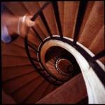 astuces pour perdre du poids : monter et descendre les marches deux par deux